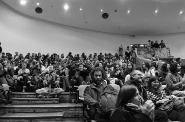 Plenária de encerramento da X RAM ocupada por centenas de estudantes.